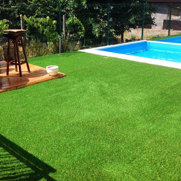 Applicazione erba sintetica per tutti i giardini - Piscina mantova ...
