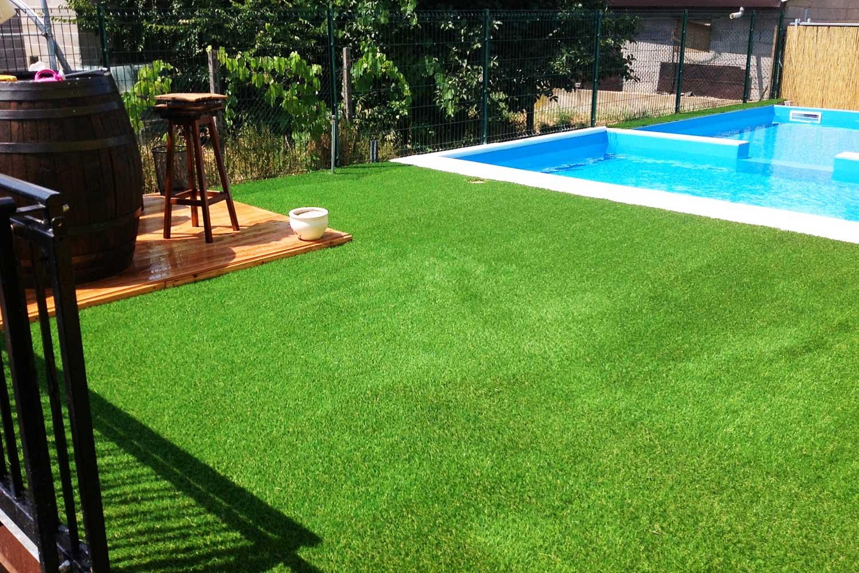 Applicazione erba sintetica per tutti i giardini - Erba sintetica da giardino ...