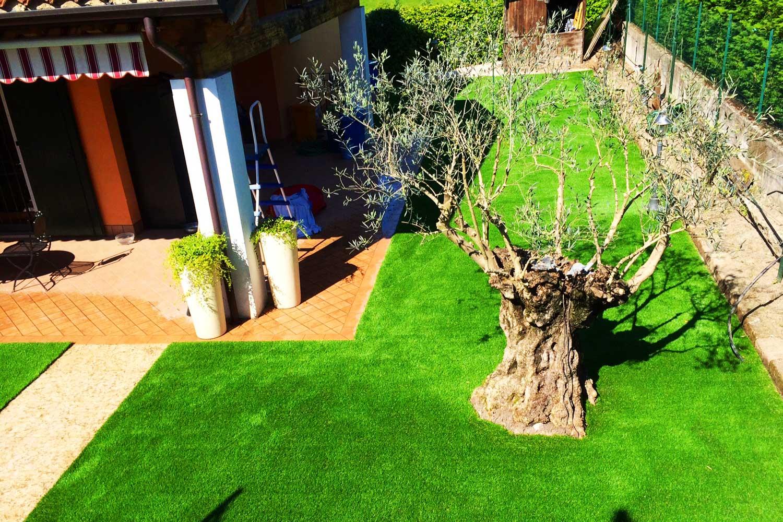 Applicazione erba sintetica per tutti i giardini - Erba artificiale per giardini ...