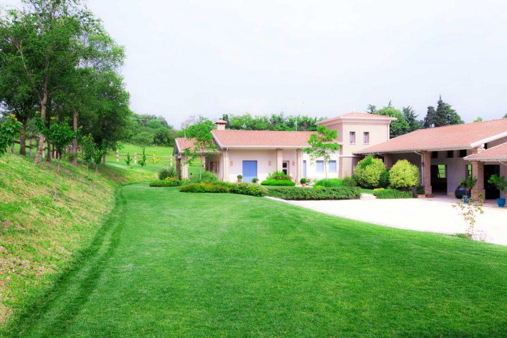 Giardino a verona cascinale ristrutturato lizzeri for Arredo giardino verona