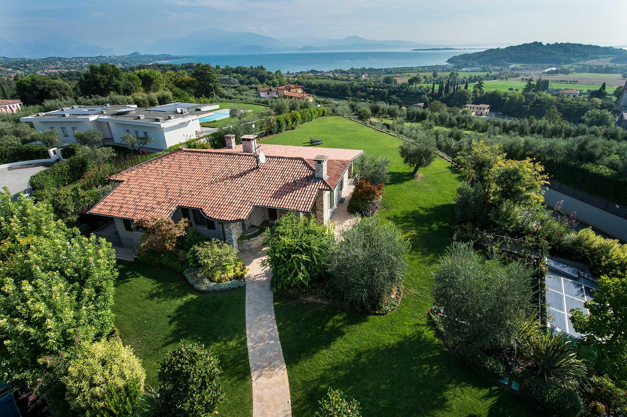 Progettazione e realizzazione giardino a brescia lizzeri for Arredo giardino brescia