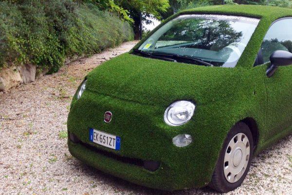Fiat 500 by Lizzeri rivestita prato sintetico