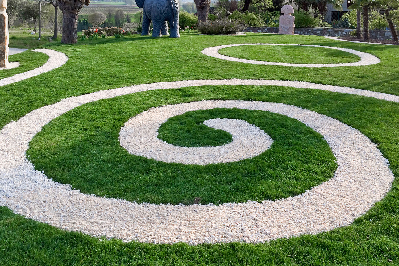 Il giardino con erba sintetica la soluzione migliore - Erba artificiale per giardini ...