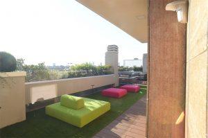 Terrazzo in erba sintetica
